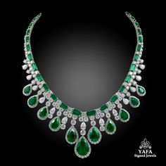 Can I keep it? In love with this emerald and diamond necklace, approximately 60 carats emeralds and 50 carats diamonds, set in platinum. ⚜️⚜️ #yafasignedjewels #vintage