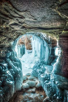 An interesting ice cave in Bayfield, Wisconsin's Apostle Island's National Lakeshore Park!