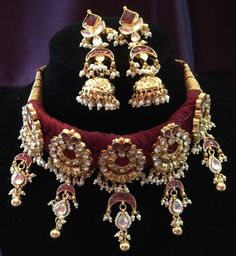 Fulfill a Wedding Tradition with Estate Bridal Jewelry Indian Jewelry Sets, Indian Wedding Jewelry, India Jewelry, Bridal Jewellery, Real Gold Jewelry, Royal Jewelry, Gold Jewellery Design, Thread Jewellery, Rajputi Jewellery