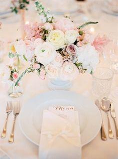 Blush Wedding Flowers and Table Decor Mod Wedding, Wedding Menu, Trendy Wedding, Wedding Planning, Wedding Ideas, Wedding Souvenir, Table Wedding, Chic Wedding, Wedding Bells