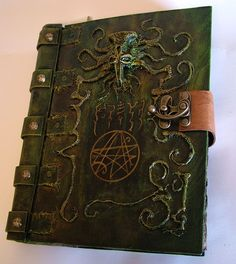 Yendrek's Necronomicon by MrZarono on DeviantArt Cthulhu, Necronomicon Lovecraft, Wicca, Magick Book, Witchcraft, Halloween Books, Halloween Crafts, Book Journal, Journals