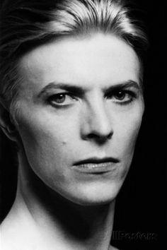 L' Homme Qui Venait D'Ailleurs Man Who Fell to Earth De Nicolasroeg Avec David Bowie 1976 Posters at AllPosters.com