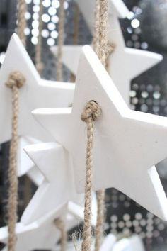 70 Beautiful White Christmas Decor Ideas On A Budget Christmas Star Decorations, Noel Christmas, Homemade Christmas, Christmas Projects, Winter Christmas, All Things Christmas, Holiday Crafts, Holiday Decor, White Christmas Ornaments