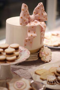 cumpleaños de 1 añito, cumpleaños infantil, cumpleaños de nena, ambientacion,decoracion, mesa dulce, torta de cumpleaños  Birthday 1 year old, child birthday, baby, decor, birthday cake Cupcakes, Fashion Cakes, Cake Decorating, Girly, Breakfast, Pink White, Desserts, Birthday Cake, Parties