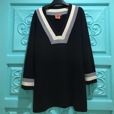 Authentic Tory Burch Sweater in Size XL V-Neck Tory Burch Sweater with wide arms. Size XL It has a small snag as shown on the picture. Tory Burch Sweaters V-Necks