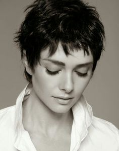 Modern Buzz-Cut - 20 Bold and Daring Takes on the Shaved Pixie Cut - The Trending Hairstyle Short Pixie Haircuts, Cute Hairstyles For Short Hair, Short Hair Cuts For Women, Pixie Hairstyles, Punk Pixie Haircut, Shaggy Pixie Cuts, Edgy Short Hair, Asymmetrical Pixie, Black Hairstyle