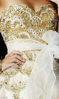 White+Gold=Gorgeous, The 9 (The Nine) Couture Details, Fashion Details, Glamour, Color Dorado, Sweetheart Dress, Moda Fashion, Women's Fashion, Beautiful Gowns, Dress Up