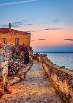 Places To Travel, Places To See, Travel Destinations, Greece Destinations, Beautiful Islands, Beautiful Places, Hotel Am Strand, Monemvasia Greece, Landscape Photography