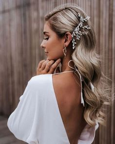 Charming bridal hairstyles elegant wedding hairstyles ideas gorgeous wedding hairstyles for the elegant bride Wedding Hair Down, Wedding Hairstyles For Long Hair, Elegant Hairstyles, Curly Hairstyles, Bridal Hair Down, Diy Bridal Hair, Bride Hairstyles For Long Hair, Natural Hairstyles, Hair Piece Wedding