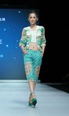 IFW 2013 # 222 Riska Jasmine – Teen Spirit Indonesia Fashion Week, Batik Kebaya, Jasmine, Africa, Sari, Teen, Pants, Beauty, Saree