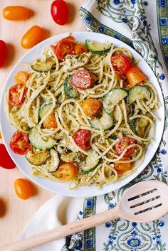 Parmesan Zucchini Tomato Chicken Spaghetti - a delicious Mediterranean pasta toss with basil pesto and lots of grated Parmesan cheese! This easy-to-make Parmesan zucchini chicken pasta is a great recipe for both Summer and Autumn Pasta With Zucchini And Tomatoes, Zucchini Tomato, Veggie Pasta, Cherry Tomatoes, Pesto Pasta, Pasta With Vegetables, Bake Zucchini, Veggies, Pasta Recipes