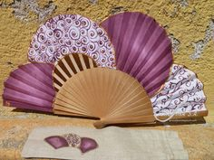 Abanico pintado a mano - Hand painted fan   Teresina Antique Fans, Vintage Fans, Hand Held Fan, Hand Fans, Chinese Fans, Fan Decoration, Bridesmaid Duties, Paper Fans, All Things Purple