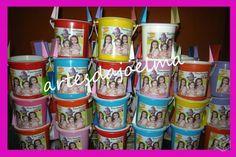 Baldinhos de praia personalizados com tema e foto.  Os baldinhos já vão embalados R$ 4,80