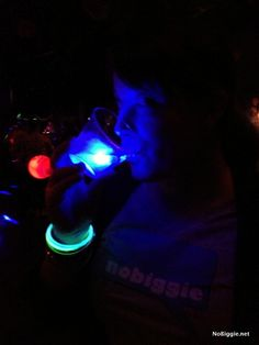 Light up drinking glasses and glowing bar products. Add glow to your party with a large variety of light up LED drink glasses and glowing barware supplies. End Of Year Party, Party Time, Glow In Dark Party, Neon Party, Party Fun, Bowling Party, Gender Party, Activities For Teens, School Dances