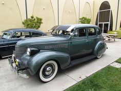 1939 Chevrolet Master DeLuxe, my first car, had fender skirts & different sun visor, but did not have spotlight or fog-light. Vintage Cars, Antique Cars, Vintage Auto, Classic Trucks, Classic Cars, Gm Car, Buick, Motor Car, Luxury Cars