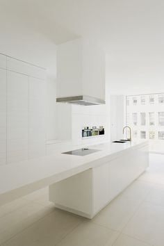 Townhouse am Friedrichswerder by Johanne Nalbach \ Interior: wiewiorra hopp architekten \ Photo © Thorsten Klapsch \ Berlin, Germany, 2009 #minimalist #kitchen