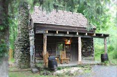 Cute little cabin. #logcabins #LittleCabin