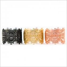 real gold rings made to look like lace. brilliant! Want. Sad I cannot afford. :-)