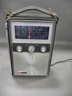 Vintage Ross Electronics Solid State 4 Band Radio