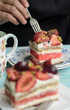 Sydney's Black Star Pastry best ever Watermelon and Strawberry Cake. Heavenly taste of rosewater cream, delicious strawberry and watermelon cake. Blackberry Recipes, Pear Recipes, Banana Recipes, Strawberry Watermelon Cake, Pear Cake, Buttery Biscuits, Bowl Cake, Salty Cake, Specialty Cakes