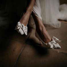"""Ivory Tribe on Instagram: """"A step up. ⠀⠀⠀⠀⠀⠀⠀⠀⠀ #onpoint #wellheeled #ivorytribe ⠀⠀⠀⠀⠀⠀⠀⠀⠀ Shoes @emmylondonoffical photo @workshopsbylark"""" Bride Shoes, Wedding Shoes, Ballet Shoes, Dance Shoes, Bow Sneakers, Fashion Shoes, Ivory, Photo And Video, London"""
