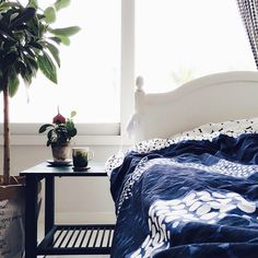 The #jurmo bedding pairs perfectly with the #saapaivakirja mug for a comfy day in bed! All items available at https://www.spotitbuyit.com/kiitosmarimekko/posts/557ef64369702d2a32780f01/