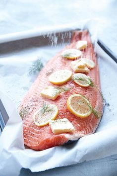 Menu: Hel lakseside med tilbehør | ISABELLAS Tasty, Yummy Food, Dinner Is Served, Fish Dishes, Meal Planner, Food Cravings, Fish And Seafood, Menu, Real Food Recipes