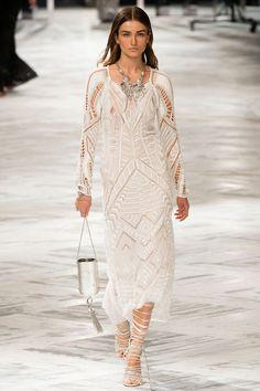 Les robes blanches de la Fashion Week printemps-été 2014: Roberto Cavalli http://www.vogue.fr/mariage/inspirations/diaporama/les-robes-blanches-de-la-fashion-week-printemps-ete-2014/15627/image/870725#!mariage-robe-blanche-le-defile-roberto-cavalli-printemps-ete-2014