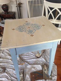 Louis blue, Old White & stencil in Louise blue & gold wax.  Clear & dark wax.   Annie Sloan paint.