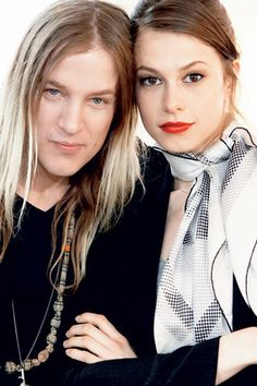 Native New Zealander AARON DE MEY (left) is a top make-up artist. He is the artistic director for Lancôme and lives in Paris.