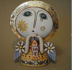 Арам Хунанян (Aram Hunanyan) — армянский художник и керамист, работает с глиной вот уже более 20 лет. Он участвует в многочисленных выставках, его работы известны не только в Армении, но и в других странах. После распада Советского Союза, в Армении долгое время были проблемы с электричеством, поэтому многие гончары перестали заниматься своим ремеслом.