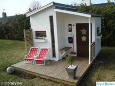 Another stylish playhouse.