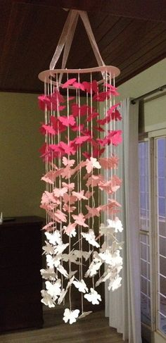 Móbile revoada de borboletas Paper Mobile, Hanging Mobile, Diy Paper, Paper Art, Paper Crafts, Origami, Inspiration Artistique, Diy And Crafts, Arts And Crafts