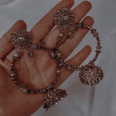 Jewelry Design Earrings, Ear Jewelry, Jewelery, Fancy Jewellery, Stylish Jewelry, Fashion Jewelry, Indian Jewelry Sets, Indian Jewellery Design, Indian Aesthetic