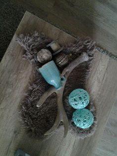 Tafel decoratie. Zelf gemaakte ballen van wol#bont#wol#behangplaksel#ballon#gewei