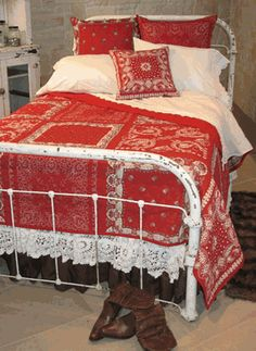 Red bandana quilt on a shabby iron bed Bandana Quilt, Bandana Blanket, Red Bandana, Western Decor, Country Decor, Bandana Crafts, Bandana Ideas, Hm Home, Red And White Quilts