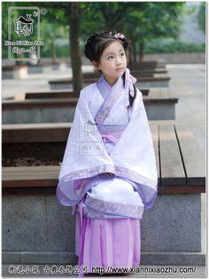 $378. 衔泥小筑 七彩童年汉服少儿女童装曲裾 玉珍 紫二-淘宝网. Ancient Chinese Hanfu dress for little girls.