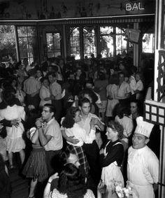 """photos-de-france: """" Robert Doisneau - Chez Gégène, Joinville-le-Pont, Val-de-Marne, 1945. """""""