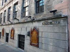 Stroll along The Royal Mile, Edinburgh, Scotland