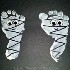 Featuring these darling footprint mummies from @brightlightbulb on the blog…