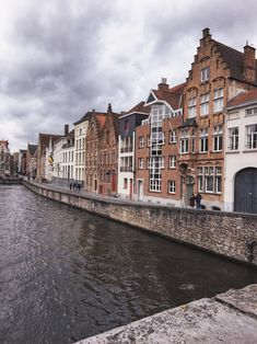 irst trip of the year 2018 💕📍Bruges 🇧🇪 Manneken Pis, Places To Go, Paris, Mansions, Architecture, House Styles, Brussels, Travel Guide, Destinations