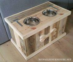 Pallet Dog Bowl Stand with Storage - Pallet Diy Wooden Pallet Projects, Pallet Crafts, Wood Crafts, Pallet Diy Decor, Wood Projects To Sell, Pallet Diy Easy, Beginner Wood Projects, Diy Crafts, Palet Projects
