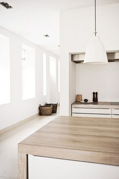 'Minimal Interior Design Inspiration' is a biweekly showcase of some of the most perfectly minimal interior design examples that we've found around the web - Minimalism Interior, House Styles, Kitchen Design, House Design, Interior, Kitchen Interior, Home Decor, House Interior, Interior Architecture