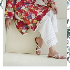 Grab our ready to wear floral prints and pair them up with the seasons most coveted lowers.One can simply not have enough of classic kurtas… Simple Pakistani Dresses, Dresses Elegant, Stylish Dresses For Girls, Stylish Dress Designs, Pakistani Dress Design, Indian Dresses, Indian Outfits, Kurti Sleeves Design, Kurta Neck Design