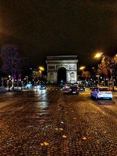 CITY OF LIGHTS! Paris in December lifestyle blog post!  #paris #france #travel #blogger #europe