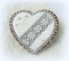 My Little Bakery - lace heart cookies. This is astonishing! Lace Cookies, Heart Cookies, Royal Icing Cookies, Cookies Et Biscuits, Flower Cookies, Valentines Day Cookies, Holiday Cookies, Summer Cookies, Birthday Cookies