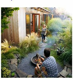 From Sunset magazine - Love this retaining wall around the fire pit