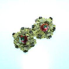 Vintage 60s Flower Earrings / 60s Earrings by BreesVintageRevivals, $12.00