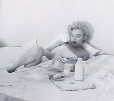 Andre De Dienes - Marilyn Monroe Breakfast in Bed -1953