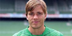 Befreiungsschlag für Bremen  - Mit einem Auswärtssieg gegen Schalke hat Werder Bremen wichtige drei Punkte im Abstiegskampf geholt.